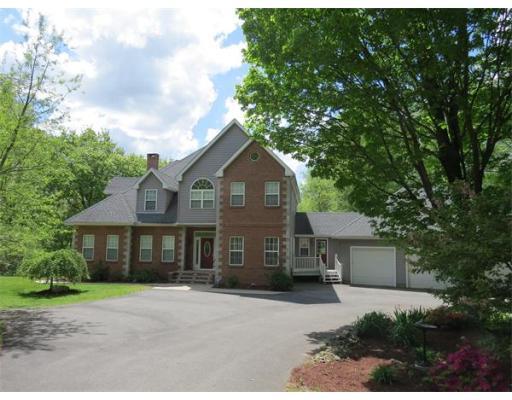 Casa Unifamiliar por un Venta en 107 Blue Hills Road 107 Blue Hills Road Amherst, Massachusetts 01002 Estados Unidos