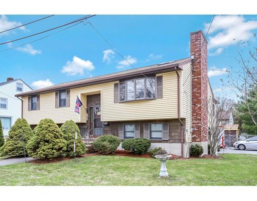 Maison unifamiliale pour l Vente à 10 Wolcott Road 10 Wolcott Road Saugus, Massachusetts 01906 États-Unis