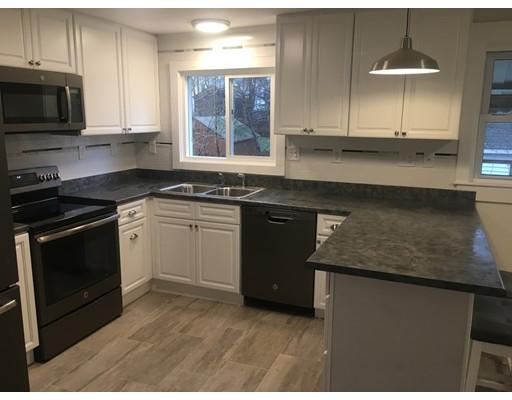 Casa Unifamiliar por un Alquiler en 36 Upland Avenue 36 Upland Avenue Webster, Massachusetts 01570 Estados Unidos