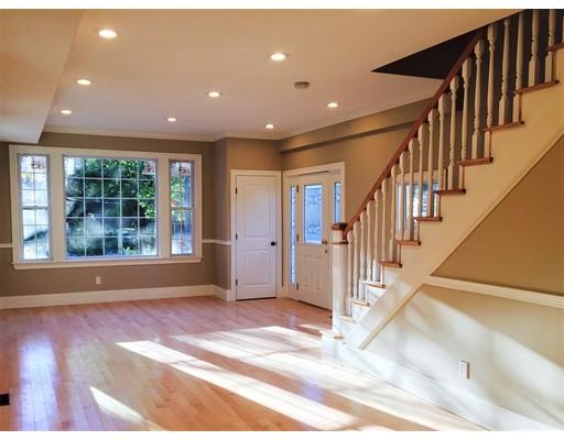 Casa unifamiliar adosada (Townhouse) por un Alquiler en 355 Walnut St #B 355 Walnut St #B Newton, Massachusetts 02460 Estados Unidos