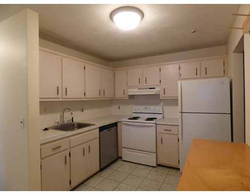 Частный односемейный дом для того Аренда на 740 Central Street 740 Central Street Leominster, Массачусетс 01453 Соединенные Штаты