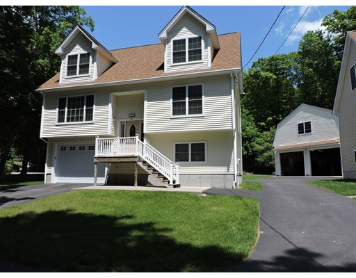 2  Lakeview Road,  Webster, MA