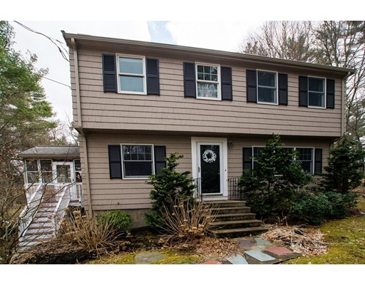 98 Granite St, Medfield, MA 02052