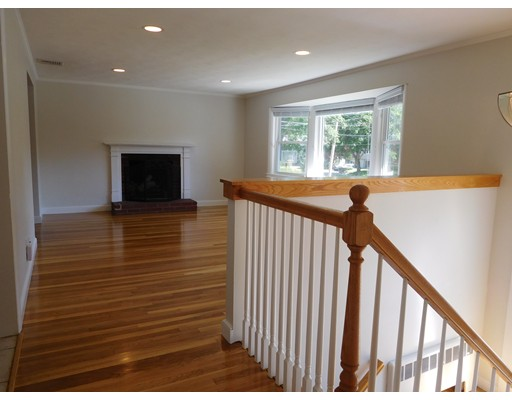 14 Mackintosh Ave, Needham, MA, 02492