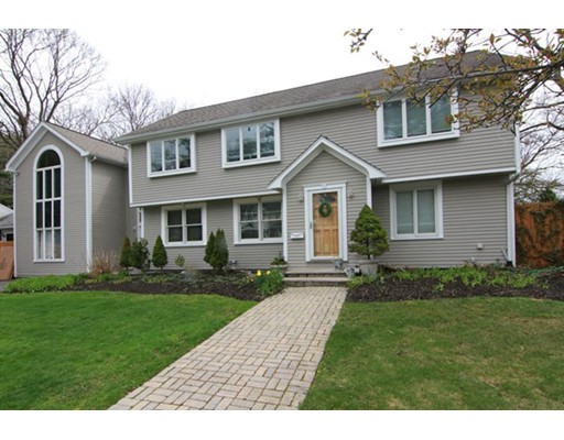 Picture 4 of 2 Locksley Rd  Lynnfield Ma 4 Bedroom Single Family