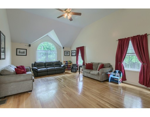 Picture 10 of 460 Methuen Rd  Dracut Ma 3 Bedroom Single Family