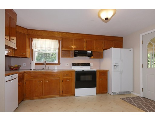 Picture 8 of 90 Mill St  Burlington Ma 3 Bedroom Single Family