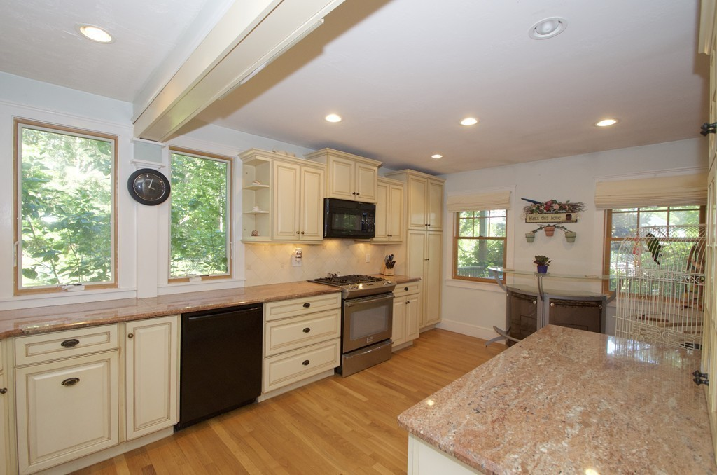 5 Camelot Ln, Bourne, Massachusetts