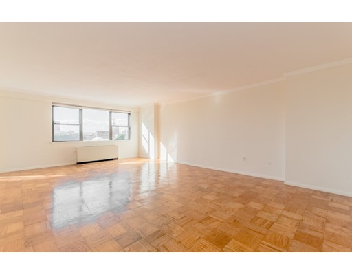 8 Whittier Pl, Boston, MA 02114