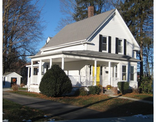 28 Queen St, Franklin, MA 02038