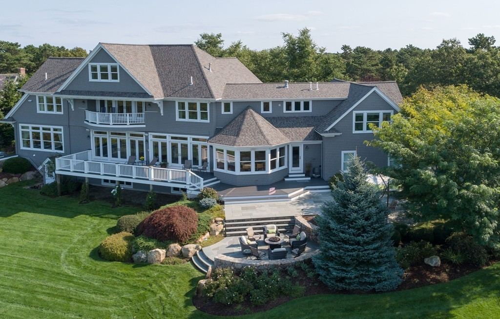 96 Highwood Lane, Falmouth, Massachusetts