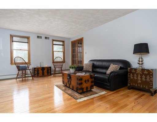 Picture 9 of 6 Gatehouse Lane  Wilmington Ma 4 Bedroom Single Family