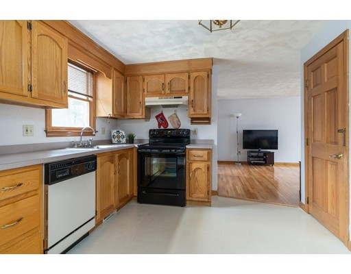 Picture 10 of 6 Gatehouse Lane  Wilmington Ma 4 Bedroom Single Family
