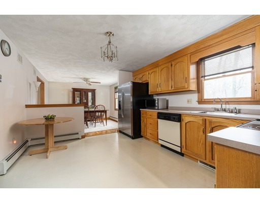 Picture 11 of 6 Gatehouse Lane  Wilmington Ma 4 Bedroom Single Family