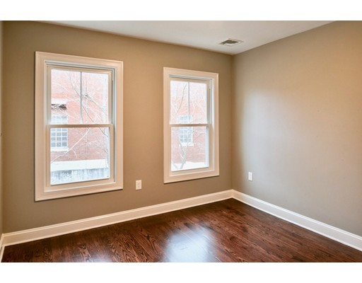 Picture 12 of 8 Chestnut St Unit 2 Beverly Ma 3 Bedroom Condo