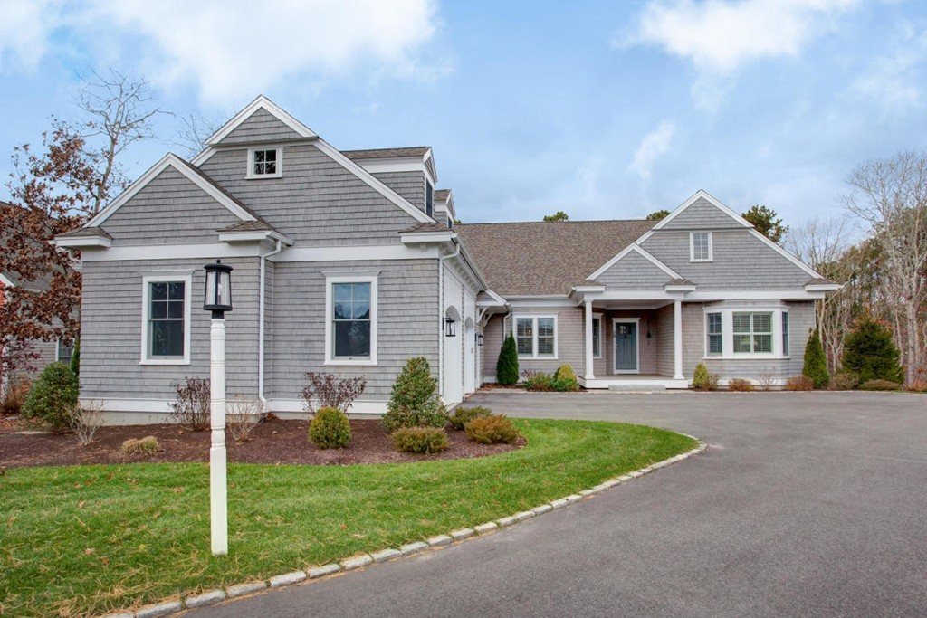 29 Flat Pond Circle, Mashpee, Massachusetts