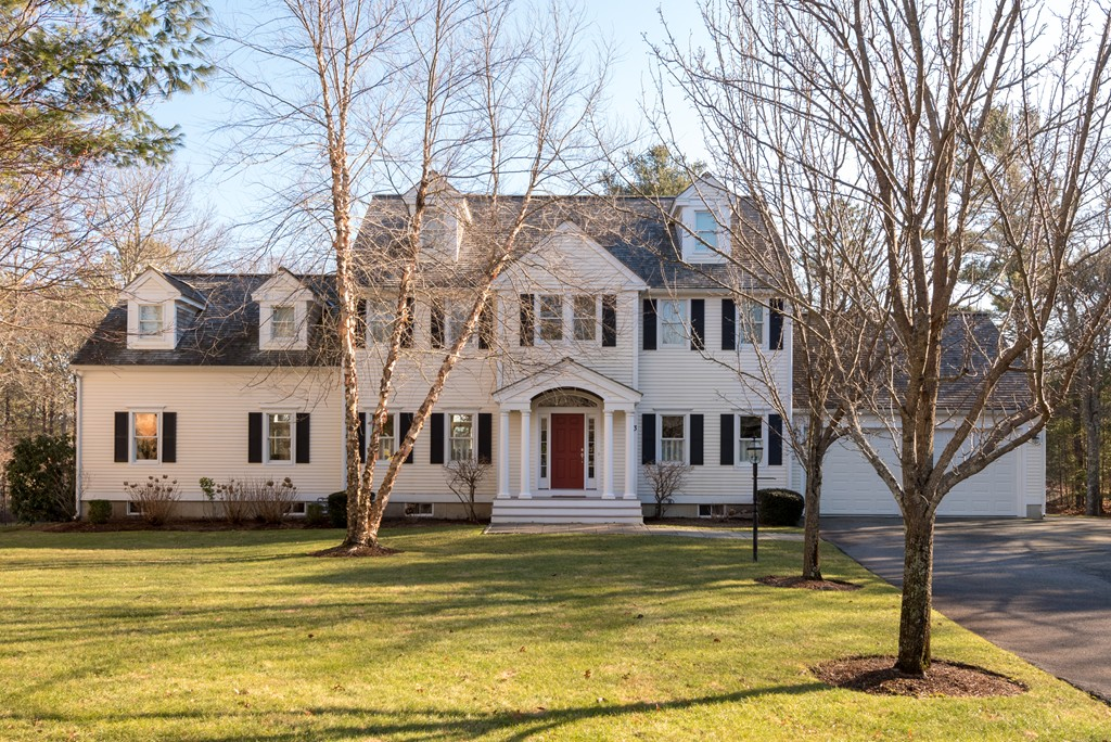 3 Hidden Oaks Ln, Mashpee, Massachusetts