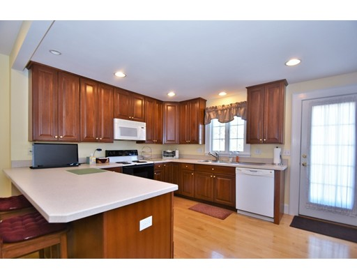 Picture 7 of 46 Ellis St  Woburn Ma 4 Bedroom Single Family
