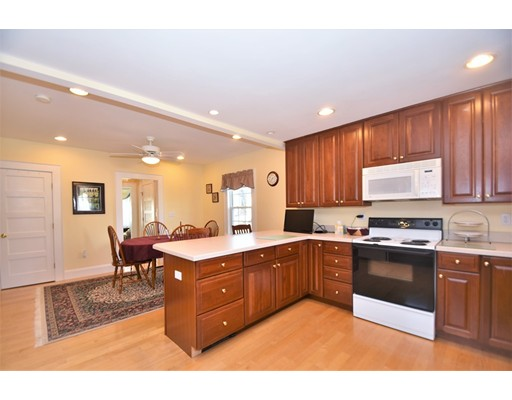 Picture 8 of 46 Ellis St  Woburn Ma 4 Bedroom Single Family