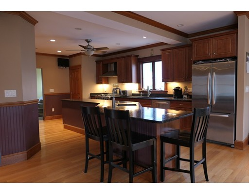 Picture 5 of 21 Shumway Cir  Wakefield Ma 5 Bedroom Single Family