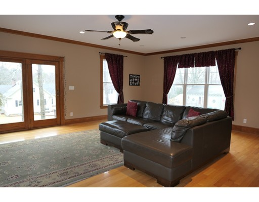 Picture 7 of 21 Shumway Cir  Wakefield Ma 5 Bedroom Single Family