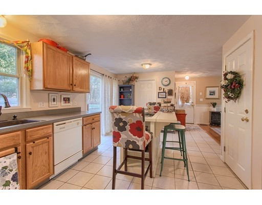 Picture 3 of 68 Aldrich Rd  Wilmington Ma 3 Bedroom Single Family