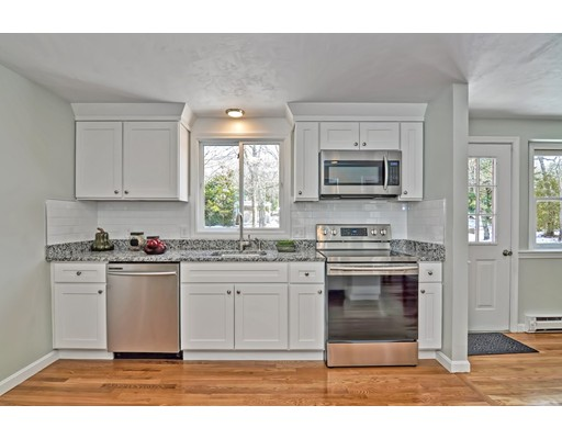 27 Old Menauhant Rd, Falmouth, Massachusetts