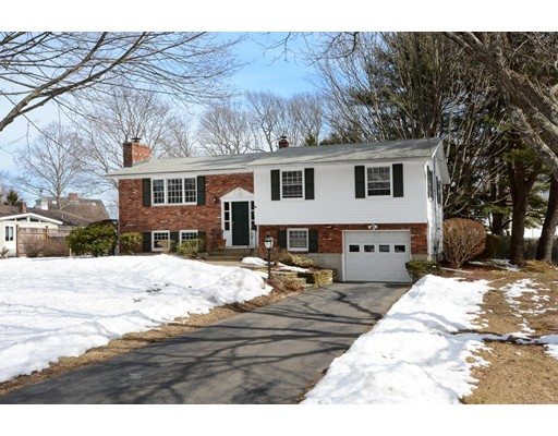 Picture 4 of 11 Iroquois Rd  Danvers Ma 3 Bedroom Single Family