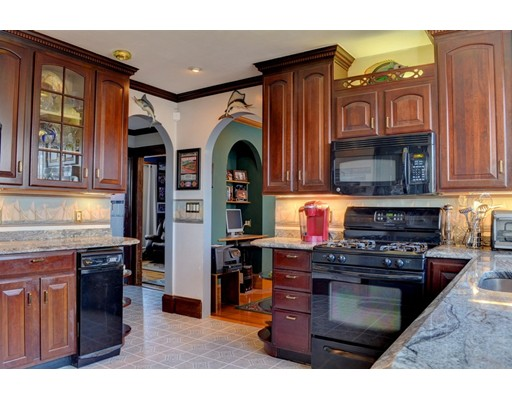 Picture 11 of 4 Bedford St  Quincy Ma 7 Bedroom Multi-family