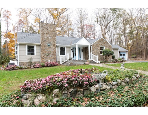Picture 6 of 3 Shaylor Lane  Weston Ma 3 Bedroom Single Family