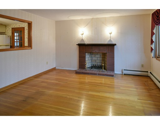 Picture 3 of 79 Valley St  Salem Ma 3 Bedroom Single Family