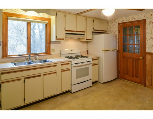 Picture 10 of 79 Valley St  Salem Ma 3 Bedroom Single Family