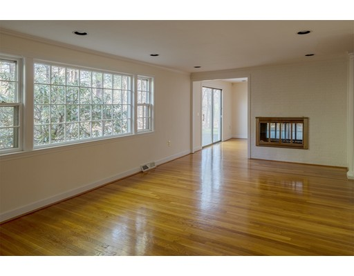 Picture 5 of 727 South Ave  Weston Ma 4 Bedroom Single Family