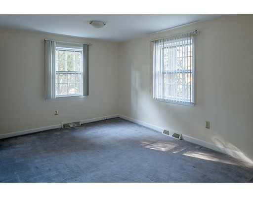 Picture 9 of 727 South Ave  Weston Ma 4 Bedroom Single Family