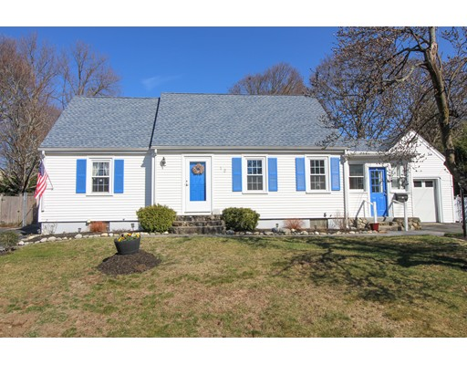 Picture 2 of 12 Thorndike Rd  Wakefield Ma 4 Bedroom Single Family