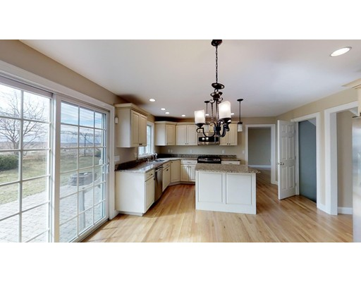 Picture 7 of 12 Jills Way  Peabody Ma 4 Bedroom Single Family