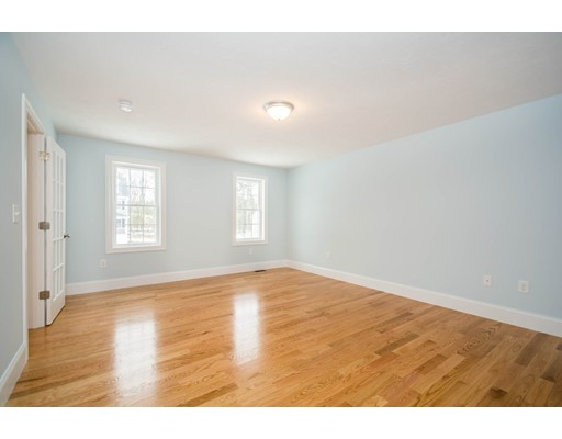 Picture 5 of 6 Fieldstone Lane  Billerica Ma 4 Bedroom Single Family