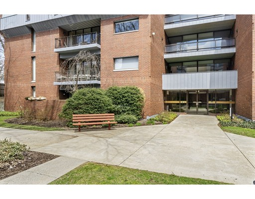 Picture 3 of 65 Grove St Unit 145 Wellesley Ma 2 Bedroom Condo