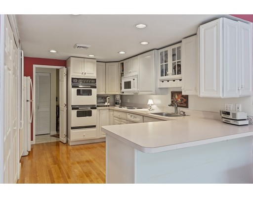 Picture 2 of 65 Grove St Unit 145 Wellesley Ma 2 Bedroom Condo