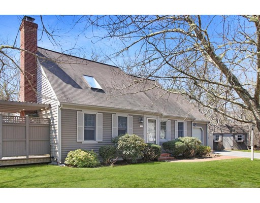 88 Woodstock Dr, Brewster, MA 02631