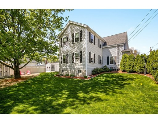 Picture 2 of 6 May Ct  Methuen Ma 4 Bedroom Single Family