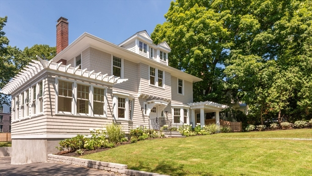 Picture 4 of 393 Clinton Rd  Brookline Ma 4 Bedroom Single Family