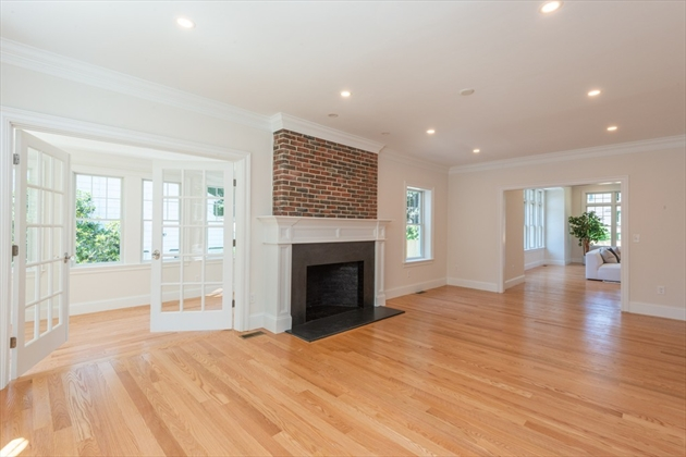 Picture 6 of 393 Clinton Rd  Brookline Ma 4 Bedroom Single Family
