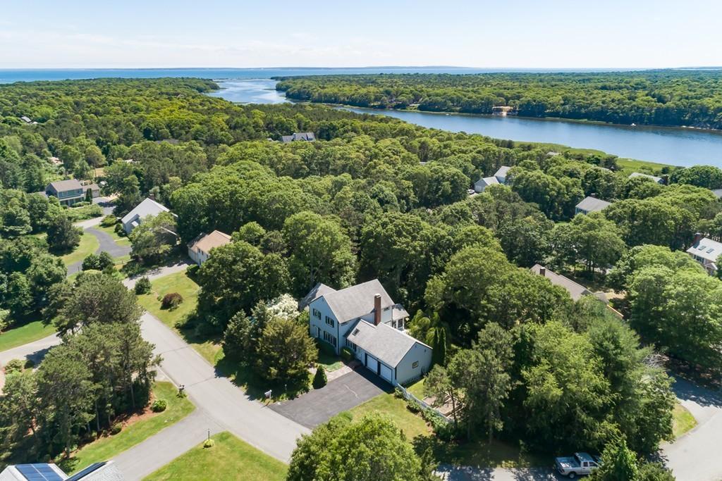 75 Hanson Cir, Falmouth, Massachusetts