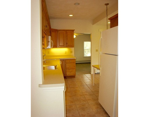 Picture 4 of 93-95 Squantum St Unit 93 Milton Ma 2 Bedroom Rental