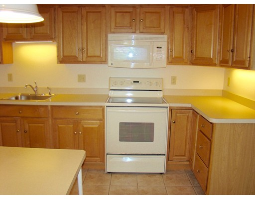 Picture 5 of 93-95 Squantum St Unit 93 Milton Ma 2 Bedroom Rental