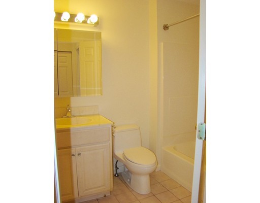 Picture 9 of 93-95 Squantum St Unit 93 Milton Ma 2 Bedroom Rental
