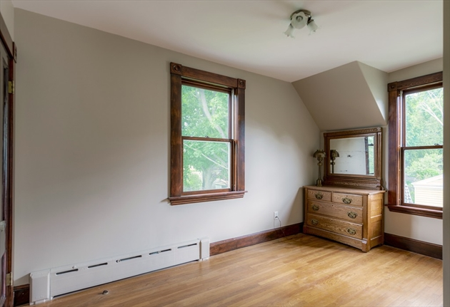 Picture 3 of 14 Columbus Ave  Beverly Ma 3 Bedroom Single Family
