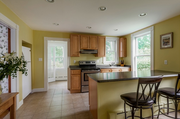Picture 9 of 14 Columbus Ave  Beverly Ma 3 Bedroom Single Family