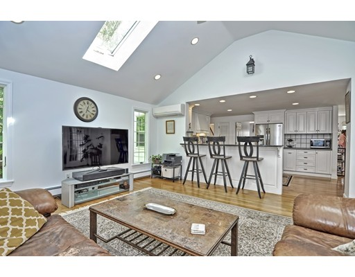 Picture 6 of 14 Fern Way  Bedford Ma 4 Bedroom Single Family